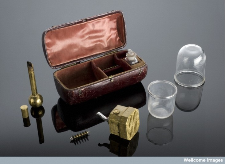 L0058005 Cupping instruments in leather case, London, England, 1801-1